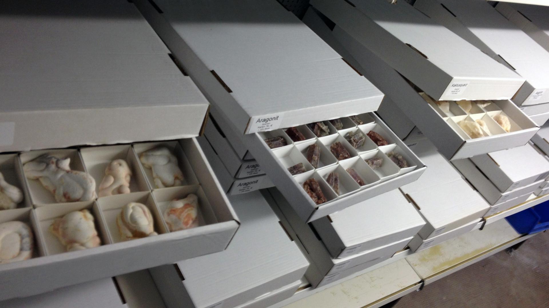 Kartonware MIneralien f. den günstigen Einkauf